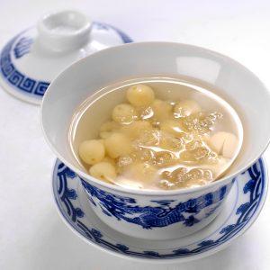 Yến nấu hạt sen ( Món chèn yến hạt sen hấp dẫn )