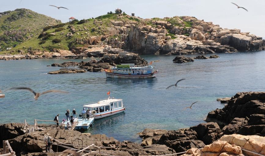Tham quan nơi khai thác Yến đảo thiên nhiên Khánh Hòa