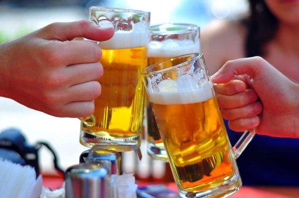 Thường xuyên sử dụng rượu bia khiến dạ dày gặp vấn đề