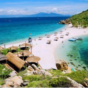 Đảo yến ở Hòn Nội với bãi tắm đôi