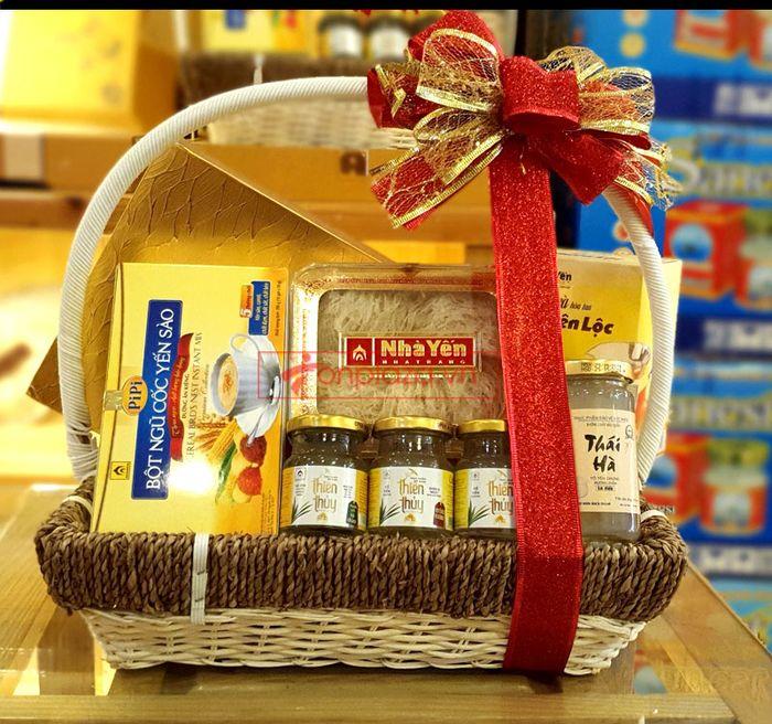 Giỏ quà biếu sức khỏe yến Khánh Hòa – món quà chân tình 2