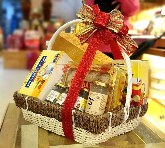 Giỏ quà biếu sức khỏe yến Khánh Hòa – món quà chân tình 4